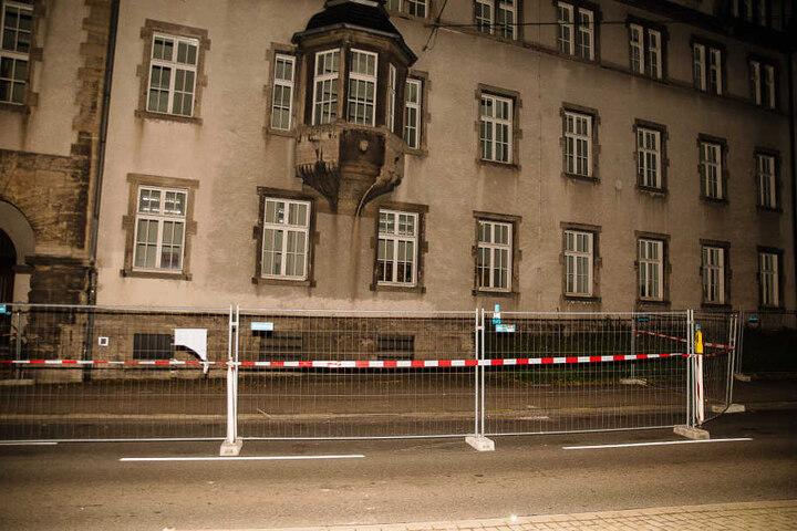 Die Fassade des alten Landgerichts ist denkmalgeschützt und wird momentan saniert.
