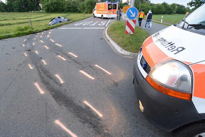 Die Bremsspuren zeigen, mit welcher Wucht der Unfall geschah.