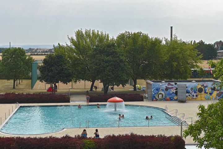 In Cossebaude gibt es neben dem Stausee ein Plansch- und ein Nichtschwimmerbecken.