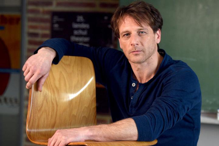 """Seit zehn Jahren ist Schauspieler Hendrik Duryn (51) Star der TV-Serie """"Der Lehrer""""."""