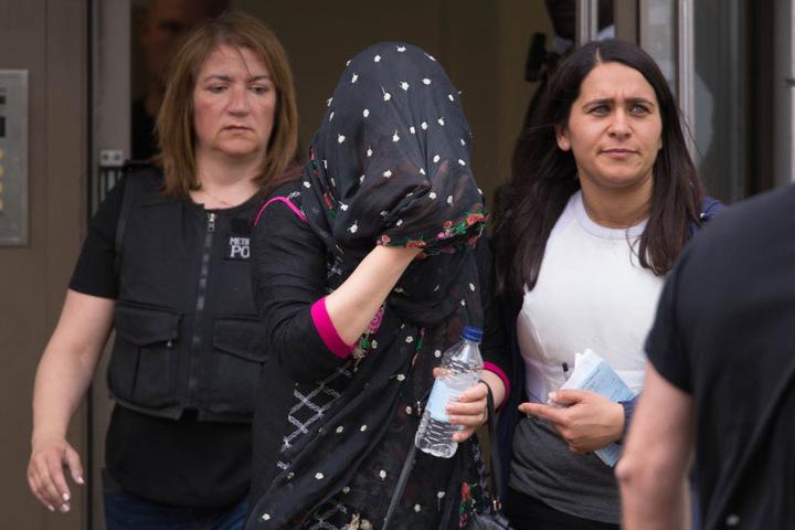 Eine weitere Frau, die festgenommen wurde.
