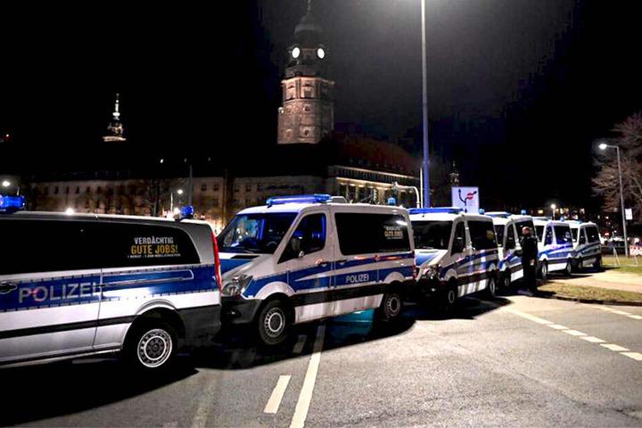Die Polizei ist mit gut 1000 Beamten im Einsatz, wird von tschechischen Einsatzkräften unterstützt.