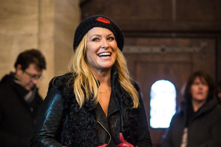 Wo die meisten schnaufen, sobald sie oben auf dem Münsterturm angekommen sind, lacht Anastacia voller Freude.