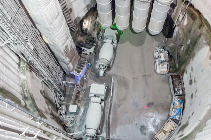 Der Einsatz sei langwierig gewesen, weil die Rettungskräfte rund 700 Meter in den Tunnel hinein mussten.