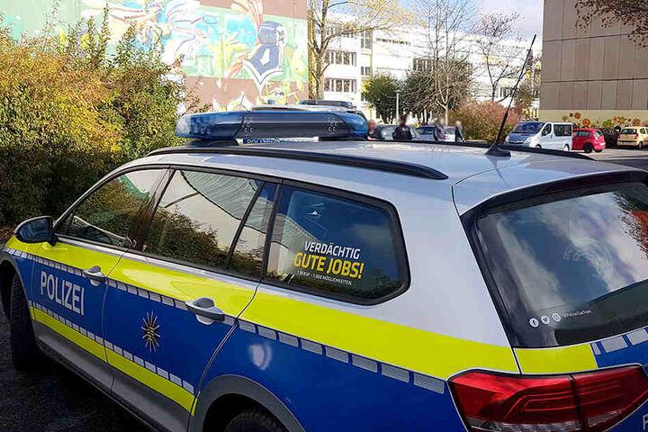 Die Polizei sperrte am Montag das Gebiet um die beiden Schulen ab.