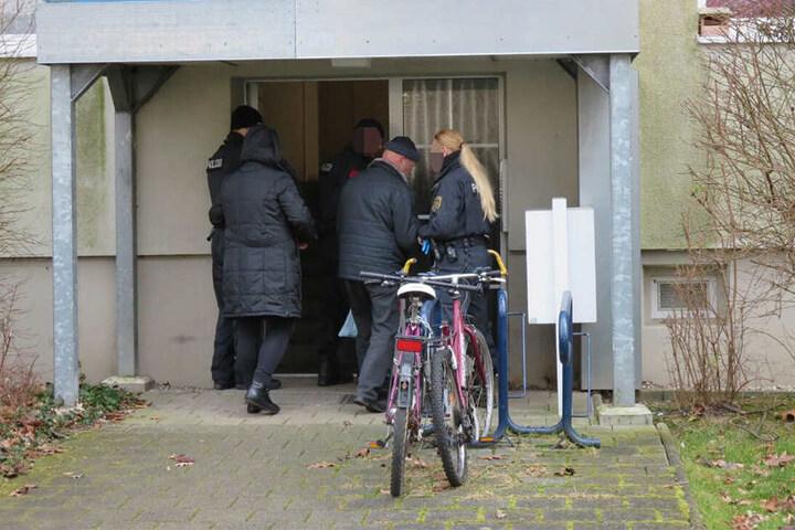 Augenzeugen berichten von Festnahmen vor Ort.