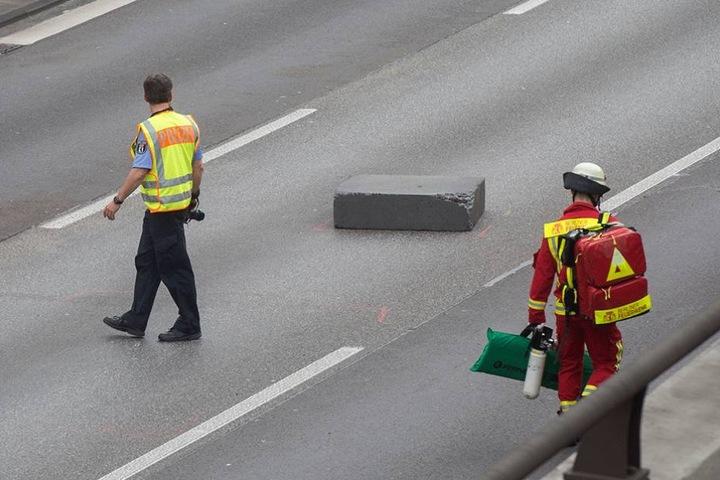 Der Styroporblock auf dem Mittelstreifen der Autobahn wurde für einen Betonklotz gehalten und löste eine Kettenreaktion aus.