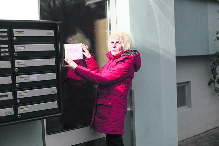 Kopfgeld-Aushang: 1000 Euro Belohnung verspricht die Seniorin für Hinweise, die zur Ergreifung des Täters führen.