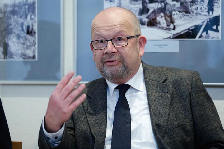 Frank Neubert (63) ist der Chef des Dresdner Standesamtes - und traut immer  noch selber.
