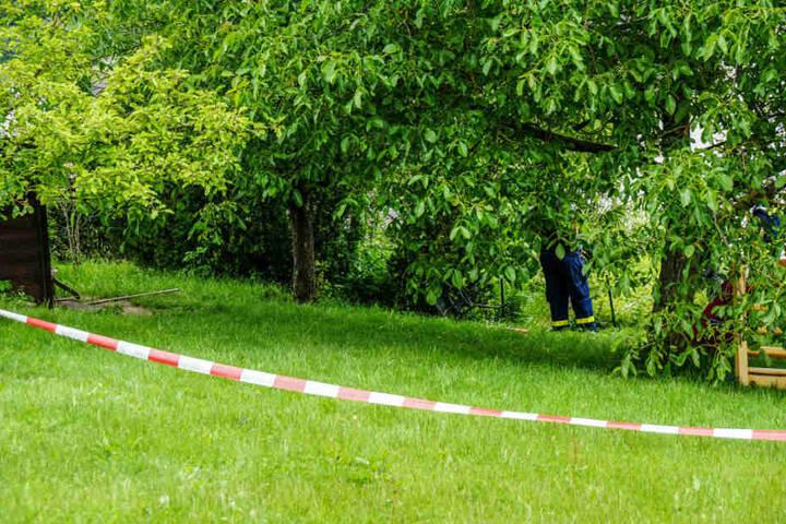 Das Kind stürzte vermutlich beim Spielen in einen Teich auf einem Gartengrundstück.