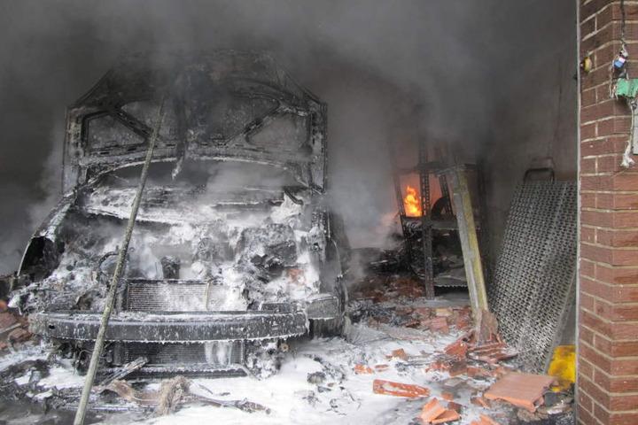 Vom Wagen blieb nach dem Brand nichts mehr übrig.