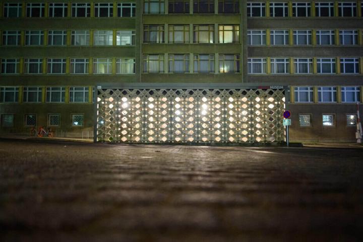 Einbrecher haben aus dem Stasimuseum in Berlin Orden und Schmuck gestohlen.