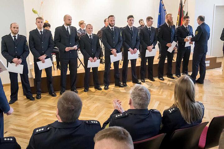 Sachsen hat 260 neue Polizisten. Die erhielten am Dienstag nach 30-monatiger Ausbildung ihre Ernennungsurkunden.