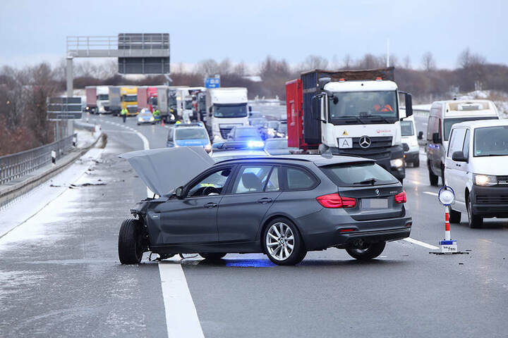 In Folge des Unfalls bildete sich auf der A4 ein langer Stau.