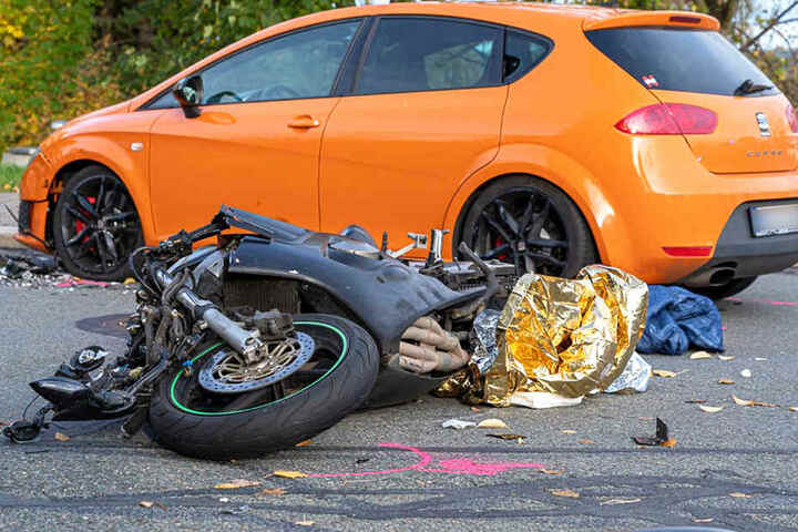Ein Seat und ein Motorrad sind im Vogtlandkreis koliidiert.
