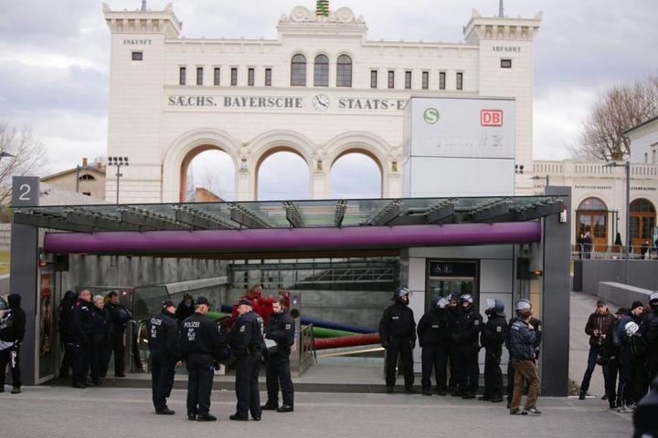 Auf dem Bayrischen Platz befinden sich keine rechten Demonstranten mehr.