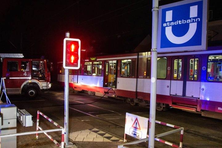 """Das Unglück ereignete sich am Bahnübergang der Haltestelle """"Landsknecht"""" in Meerbusch."""