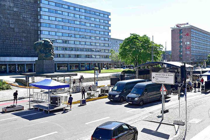 Die Bühne steht diesmal direkt auf der Brückenstraße.