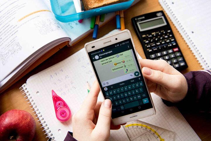 Smartphones im Klassenzimmer sind umstritten.