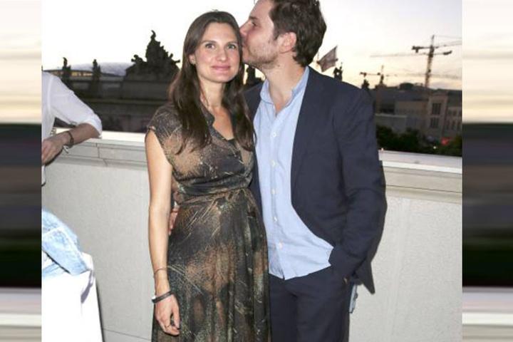 Ein Küsschen für die Mami! Bei der Geburt will der Schauspieler auf jeden Fall dabei sein!