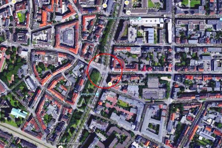 Die Kreuzung Hermannstraße/Am Bach über den Niederwall kann momentan nicht überquert werden.