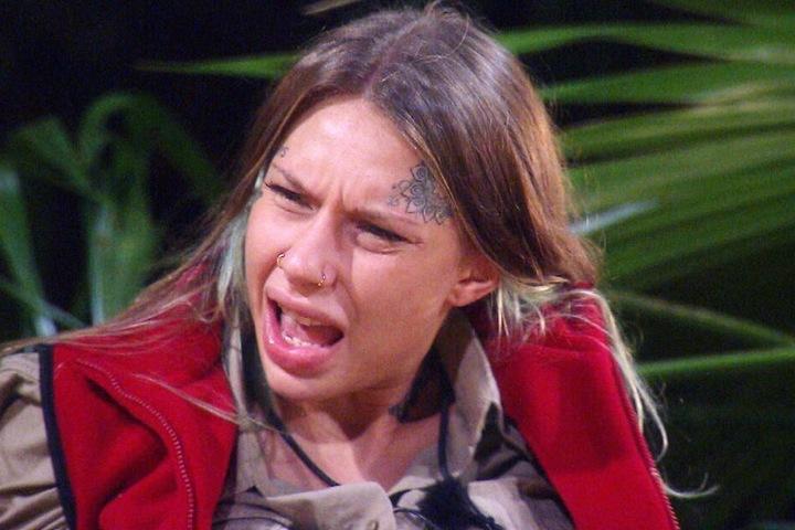 """Toni Trips (22) hatte Danni die Meinung hinsichtlich ihres Verhaltens gegeigt. Kam jetzt bei Danni überraschenderweise nicht so gut an. Schließlich hätte sie Toni ja """"geboren"""" können."""