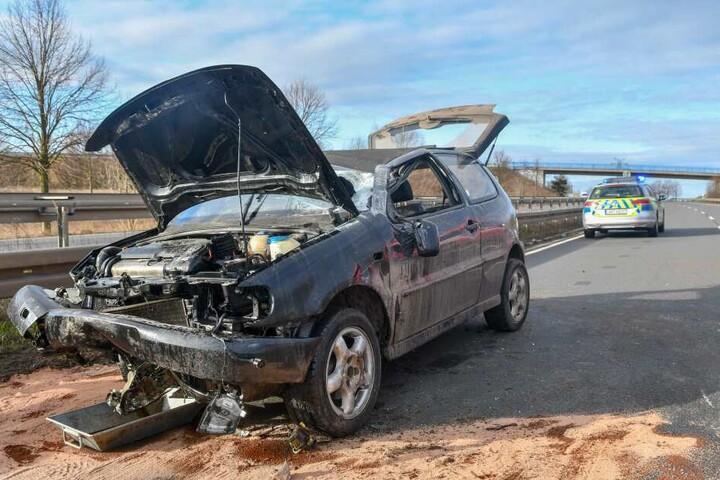 Betrunken überschlug sich der Fahrer mit seinem VW Polo, blieb auf dem Dach liegen und musste über die Heckklappe befreit werden.