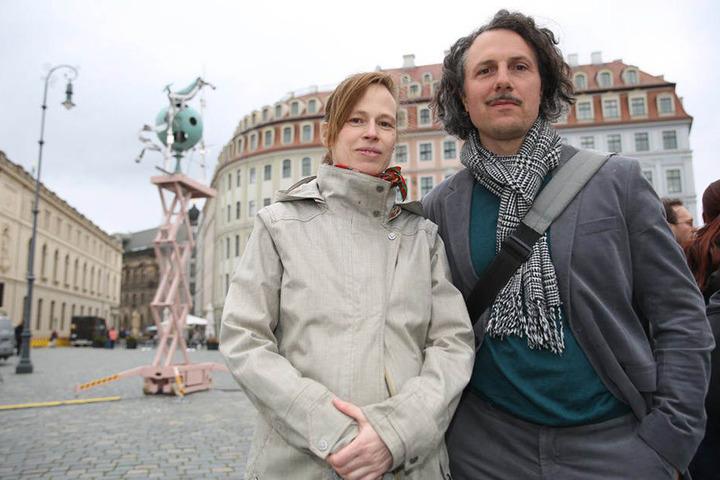 Die Schöpfer der Installation: Das Künstler-Ehepaar Heike Mutter (links) und Ulrich Genth (rechts).