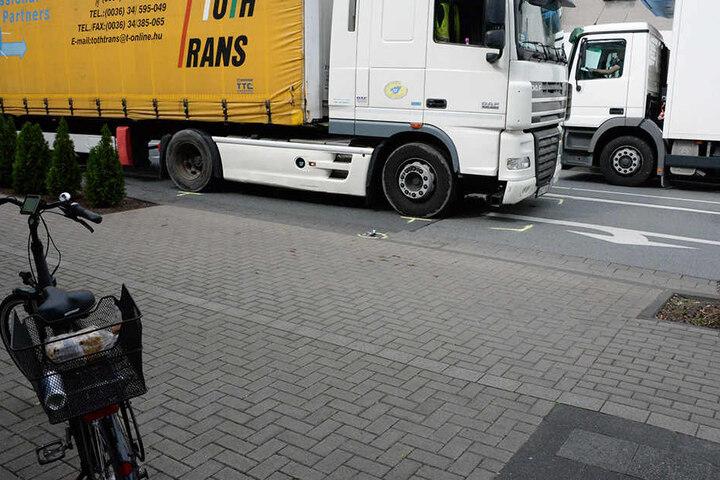 Der Fahrradfahrer wurde etwa 20 Meter mitgeschleift.