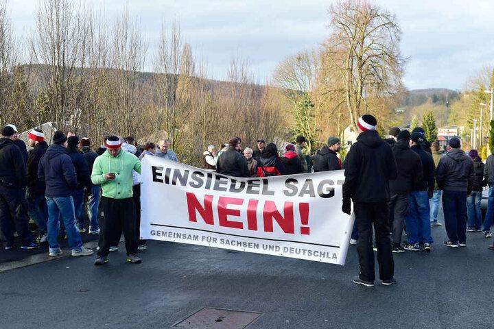 Seit dem Erstbezug im Januar gab es immer wieder Proteste gegen die Einrichtung.