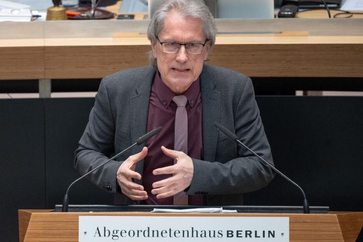 Berlins Finanzsenator Matthias Kollatz (61, SPD) hat ausgerechnet, wieviel der Beamtenstatus die Steuerzahler wirklich kostet.