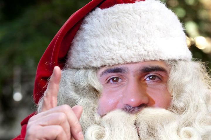 Ganz so schlimm ist es noch nicht: Bis auf die grauen Haare im Bart, gibt es noch keine Gemeinsamkeiten zwischen Bushido und dem Weihnachtsmann.