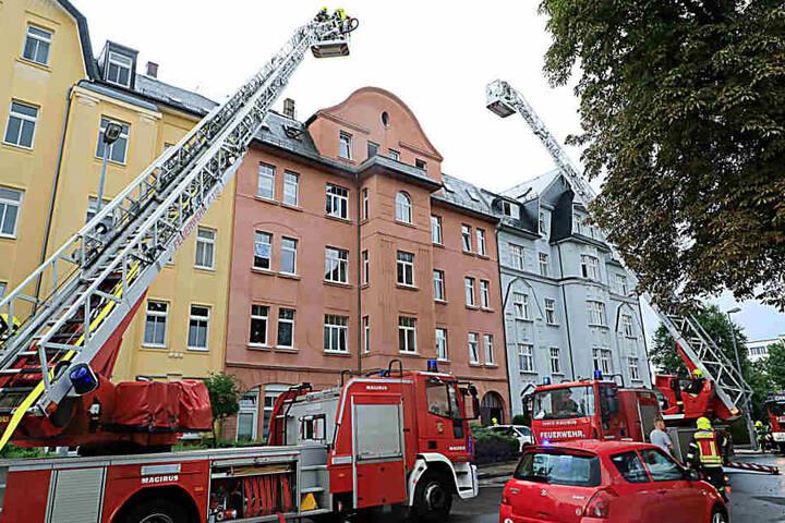 Die Feuerwehr löschte den Brand, die Bewohner konnten wieder in ihre Wohnungen zurückkehren.