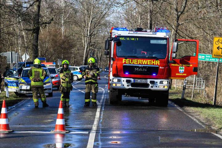 Zahlreiche Feuerwehrleute und Polizisten rückten zum Unfallort aus.