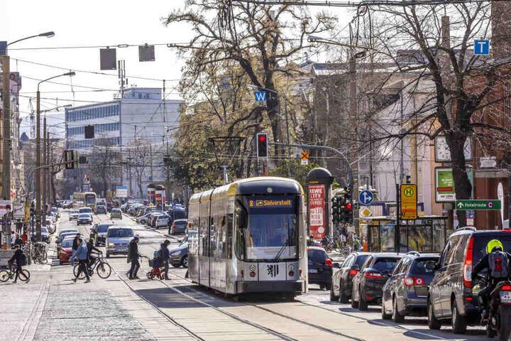 """Seit Jahren werden Millionen Euro für den Ausbau der Königsbrücker Straße eingeplant - und immer wieder neu ins nächste Jahr """"geschoben""""."""