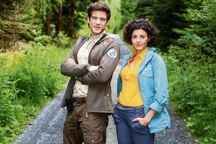 Philipp Danne (33) und Liza Tzschirner (30) wollen als Ranger und Biologin im ersten Teil der TV-Reihe einen Wanderwolf in der Sächsischen Schweiz ansiedeln.