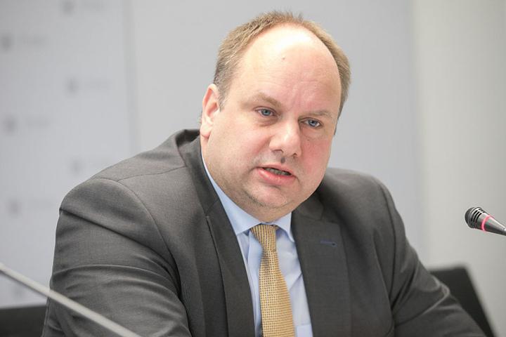 OB Dirk Hilbert sprach den Menschen in St. Petersburg sein Beileid aus.
