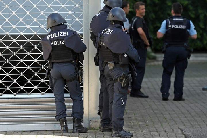 Zahlreiche Wohnungen wurden von der Polizei durchsucht. (Symbolbild)