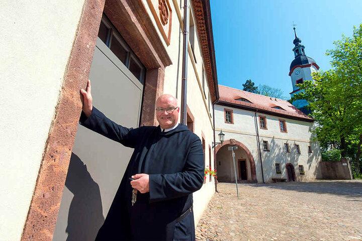 Die Ferienwohnungen befinden sich im Torhaus. Von dort haben Gäste einen herrlichen Blick in den Schlosspark, so Pater Maurus Kraß (58).