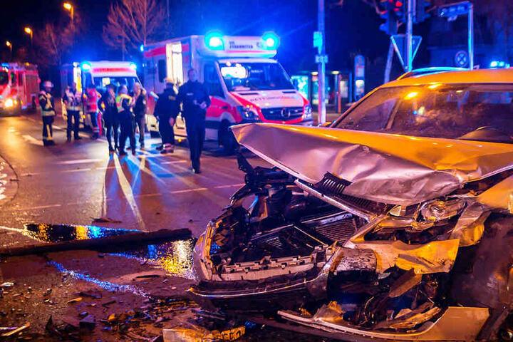 Die Aufnahme zeigt den Unfall in Mainz-Kastel.