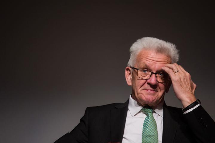 Der grüne Ministerpräsident Winfried Kretschmann erntet Kritik für einen Hubschrauberflug.