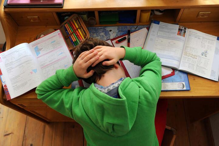 In vielen Familien bekommen Kinder keine Unterstützung bei den Hausaufgaben.