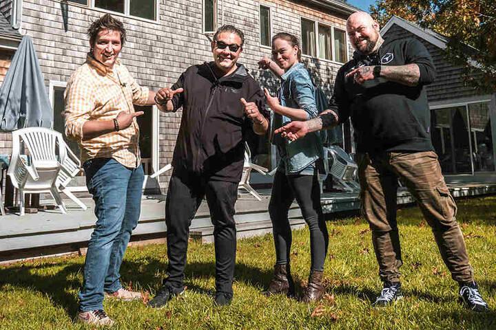 """Team Deutschland: Zusammen mit Sternekoch Juan Amador (49, 2.v.l.), Timo Hinkelmann (36, r.) und Christian Senff (35) will Verena Leister die """"Wild Food Challenge"""" gewinnen."""