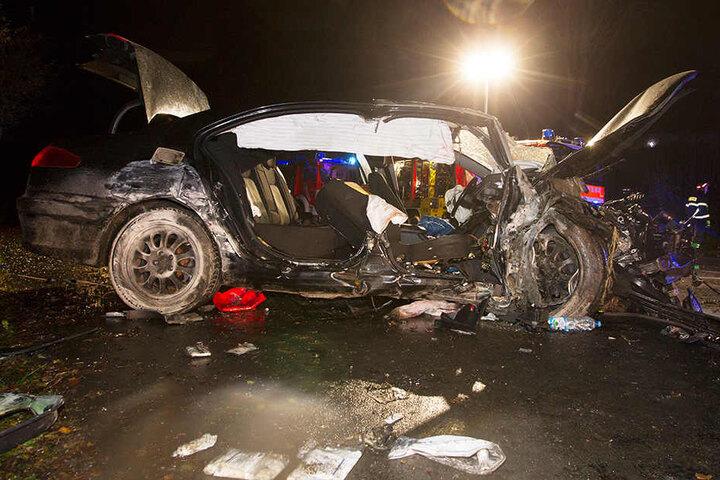 Die drei Insassen wurden schwer verletzt und mussten ins Krankenhaus gebracht werden.