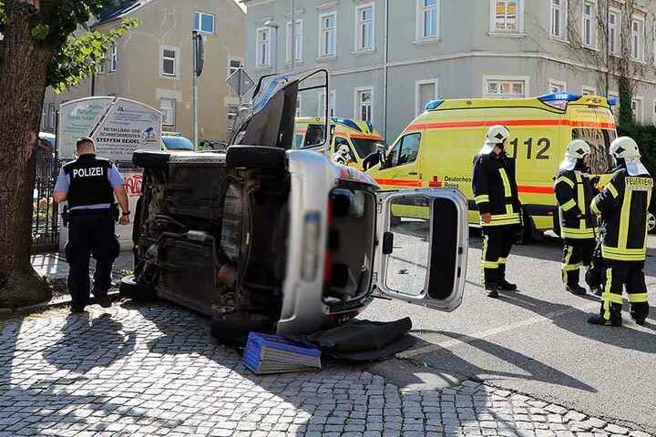 Bei dem Unfall wurden drei Personen verletzt.