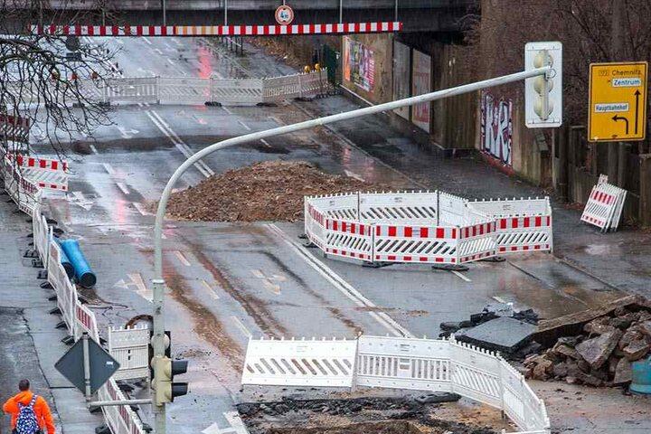 Still ruht die Baustelle. In der Reichenbacherstraße geht nach dem schweren Wasserrohrbruch am 26. Dezember derzeit nichts mehr.