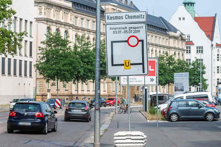 Seit Montag kündigen Schilder die zahlreichen Sperrungen in der Innenstadt an.