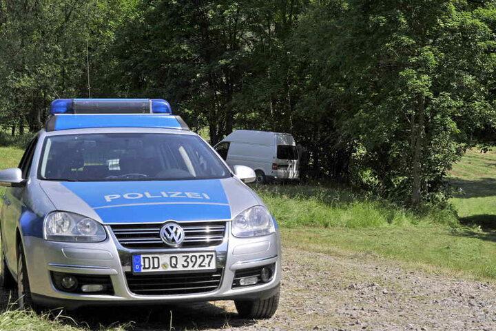 Polizei und Kriminaltechnik am Fundort der Babyleiche im Wilkau-Haßlauer Ortsteil Culitzsch.
