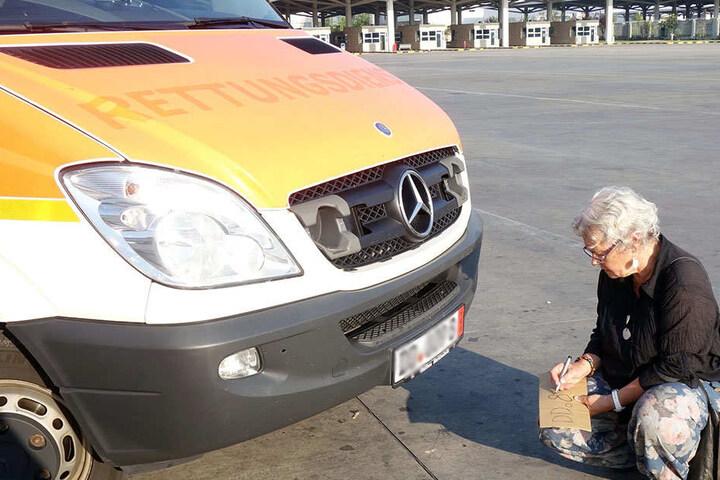 Heidemarie Franzke (71) brachte den Wagen selbst mit Helfern nach Istanbul, wollte von dort weiter nach Syrien fahren.