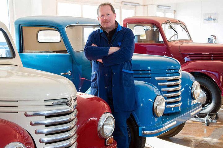 Der Herr der Framos: Jens Scheunert (49) aus Kauschwitz rettete die Marken Framo und Barkas vor dem Vergessen. Jährlich sanieren er und seine Mitarbeiter zehn Framos.